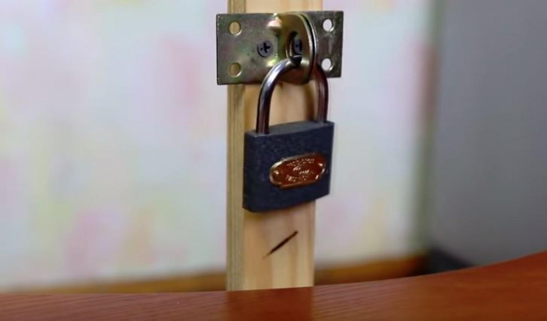 A lakatok kulcs nélkül is kinyithatók pár másodperc alatt